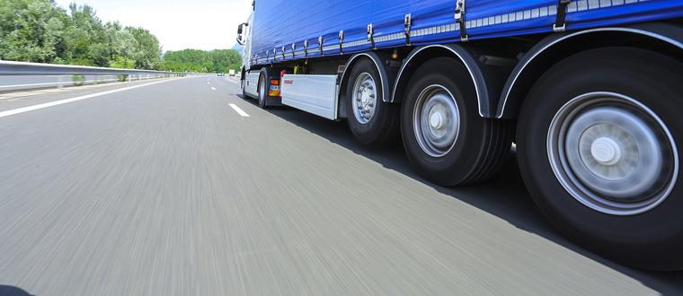 photo oncall camion sur autoroute
