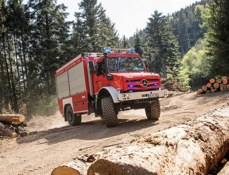 photo mercedes unimog fire truck