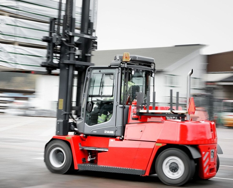 photo forklift in action