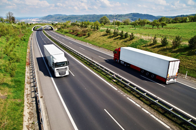 background picture transport de marchandise longue distance full freight transport