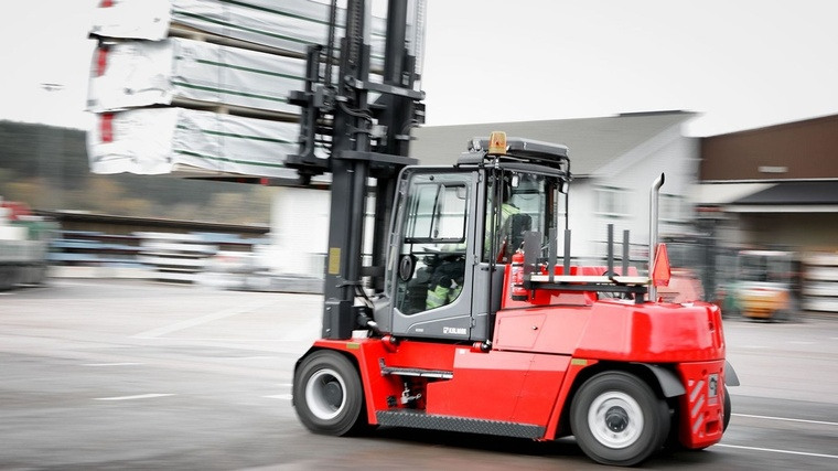 edito photo forklift in action full agriculture