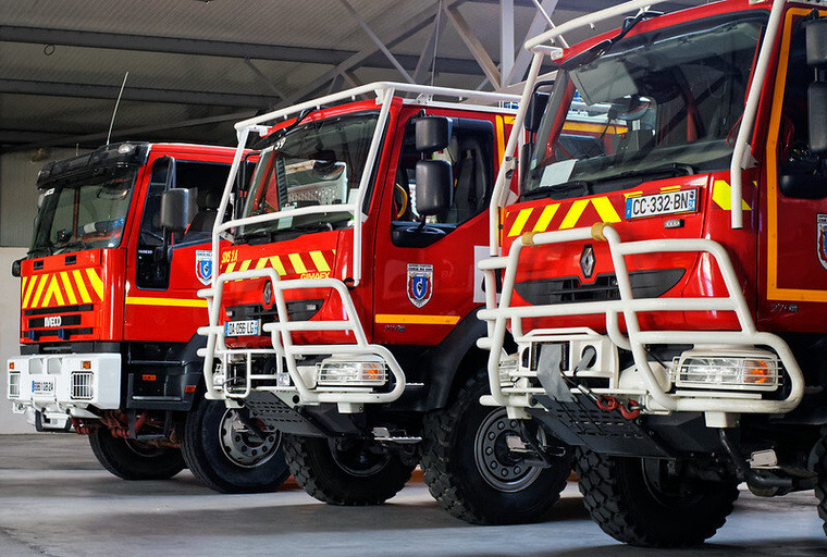 edito photo fire engine france offroad tyre