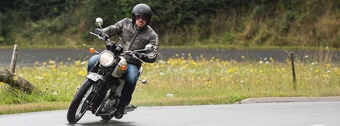 Moto Editorial pilot activ 5 Neumáticos