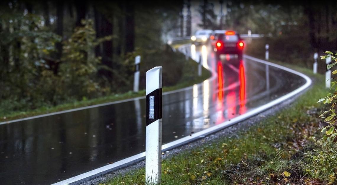 bil banner header kjøre trygt på våte veier tips og råd
