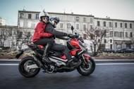 moto editorial pilot road4 2 neumáticos