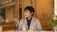 ドレスコードのジャケットスタイルにチェンジ 原田 哲也さん