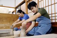 陶芸を行う原田さんと多聞さん