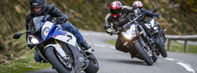 Motorcykel Tidningsledare power rs key benefits 3 Däck