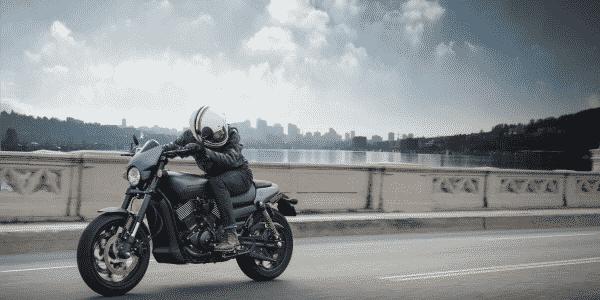Motorcykel Ledende artikel adrenalin full Dæk