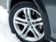 凍結路や雪路面でも安心のスタッドレスタイヤ