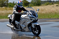 michelin photos road5 gt fontange wet yamaha fjr