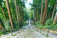三門から久遠寺の本堂への階段