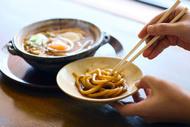 山本屋本店の味噌煮込みうどんの食べ方